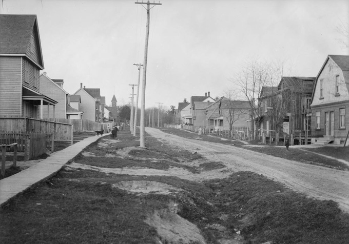Looking east on Alcina Avenue, about 1907