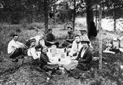Arthur Conan Doyle and family enjoying a picnic during their 1923 visit to Canada